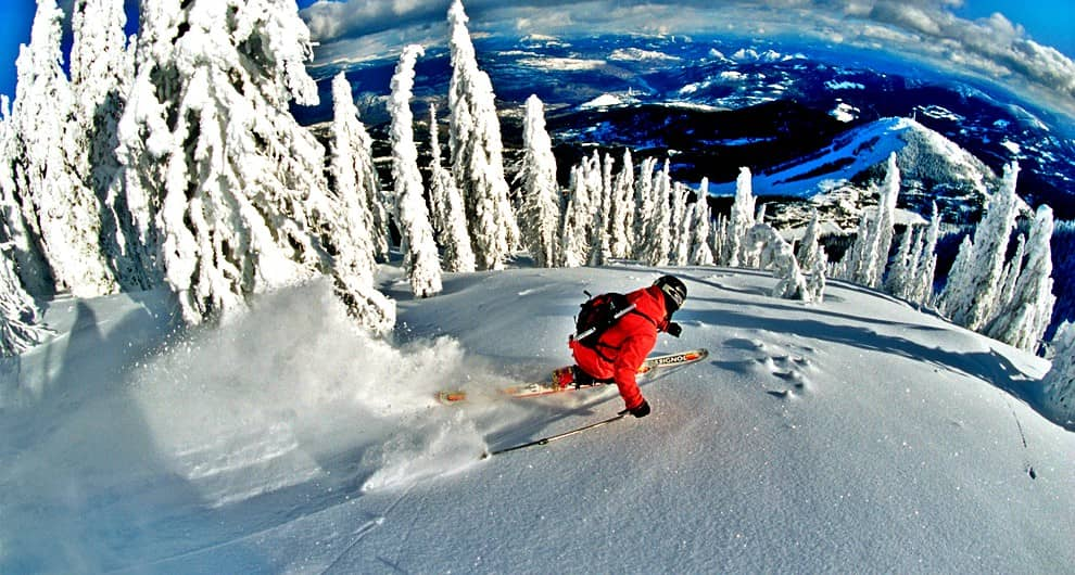 4-2326-backcountry-skiing-Rossland